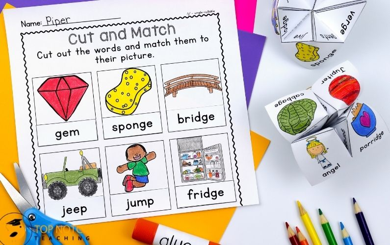 Quickly and easily differentiate instruction to meet the needs of your students with this phoneme /j/ pack. Includes single syllable and multisyllabic words.